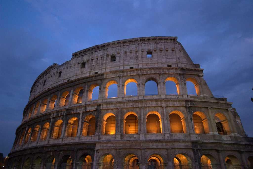 colosseum-roman blinds